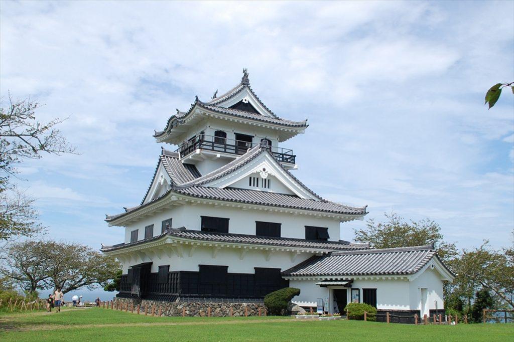 館山城内には希少な『南総里見八犬伝』の版本や錦絵、後の舞台化や映像化で使用された資料が展示されている