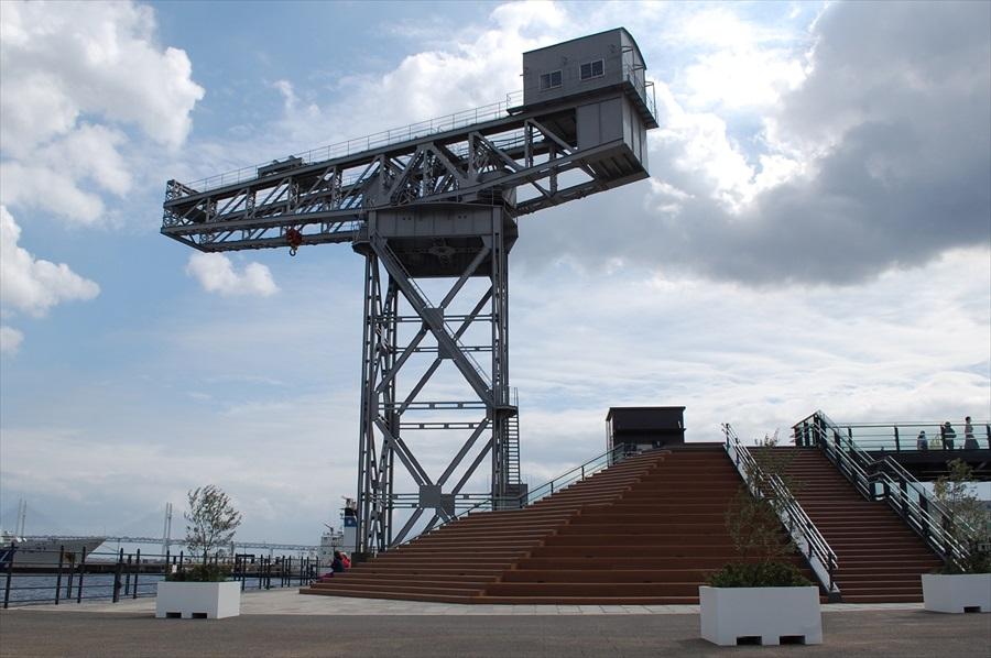 ハンマーヘッドパークではデッキに腰掛けのんびりと港湾風景や行き来する船を眺めることができる