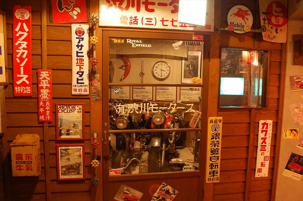 この博物館のオープン以前、館長の横田さんはオートバイの博物館を運営。館内の随所に展示されるオートバイから、横田さんの思い入れが伝わる
