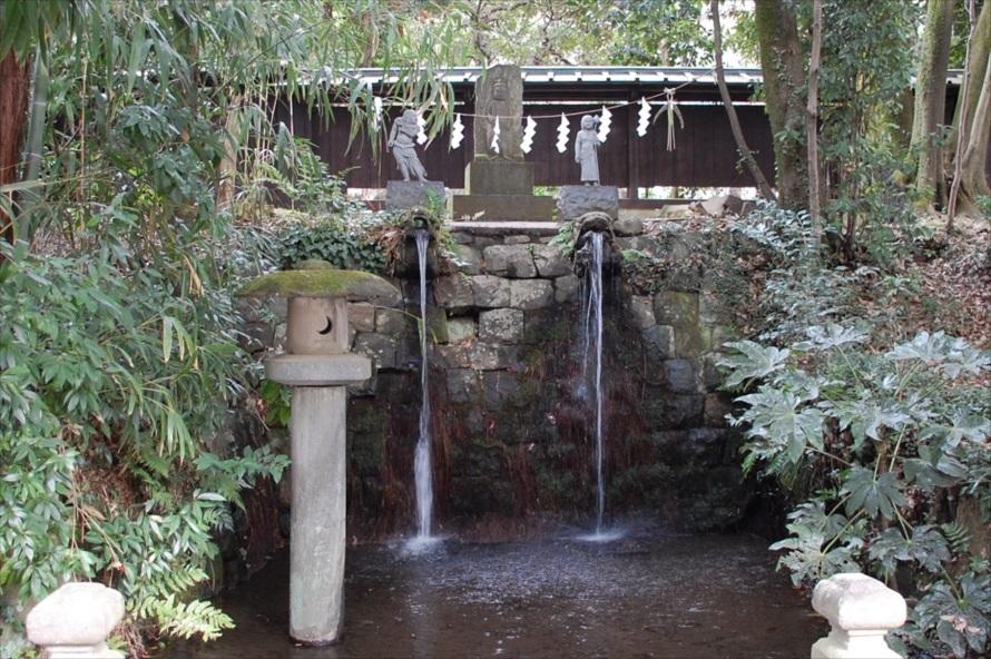 深大寺不動の滝は明治時代から使用されていた湧き水