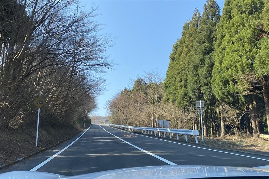 自然と青空に吸い込まれそうな景色の中の走行は気持ちがよい