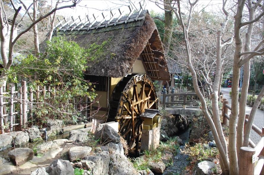 調布市が運営する「深大寺水車館」。無料で入館できる