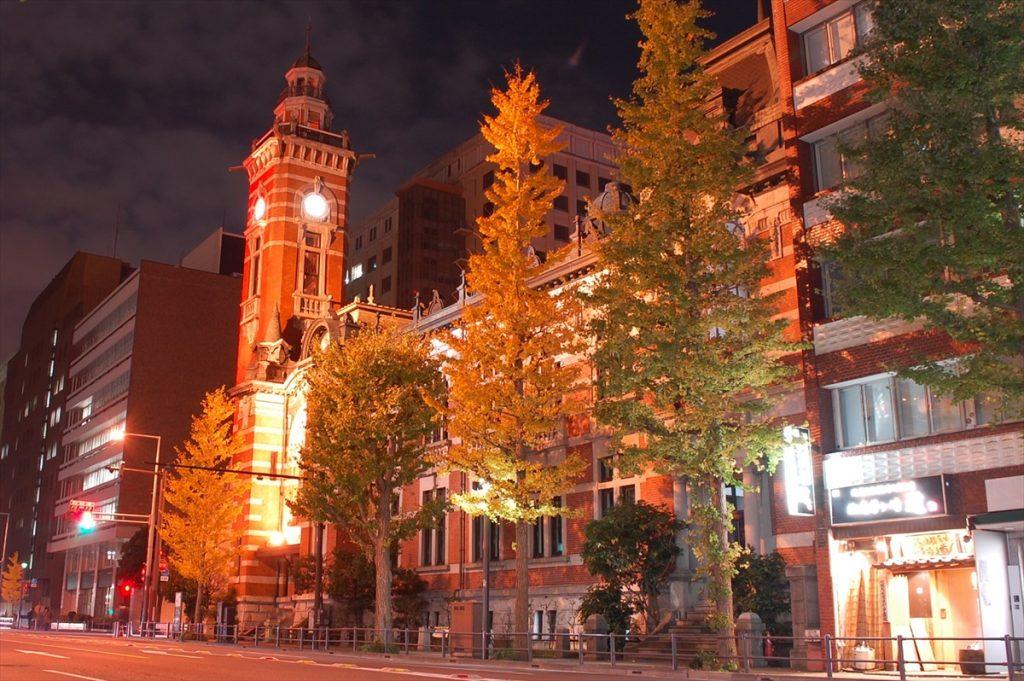 高さ36メートルある時計塔が「ジャックの塔」の愛称で親しまれている。ちなみに神奈川県庁本庁舎は「キングの塔」、横浜関税は「クイーンの塔」との愛称を持ち、あわせて「横浜三塔」と呼ばれているそう