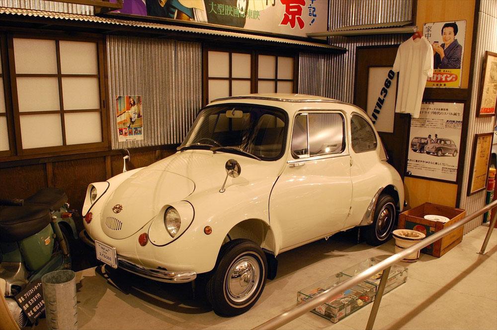 往年の軽自動車を代表する、富士重工(現SUBARU)の「スバル360」