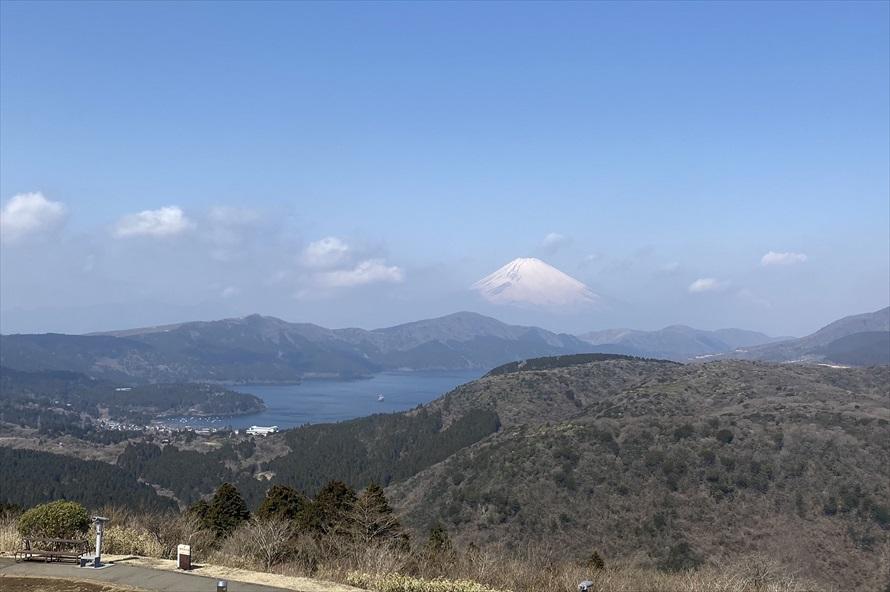 芦ノ湖を見下ろしながら富士山を望める大観山は、日本景勝百選地に選ばれるほどの絶景スポット