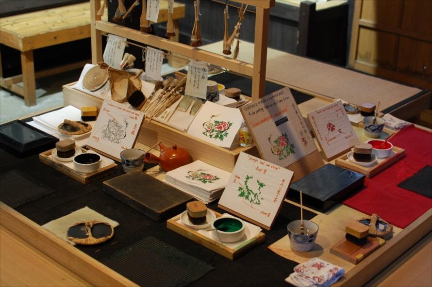 江戸文化の体験は、主に「商家エリア」の屋敷で行われている。それぞれの屋敷で開催時間が告知されているので、時間前に訪れれば体験できる