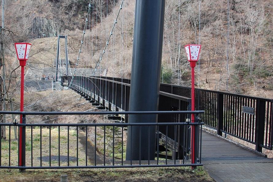 吊り橋といってもほとんど揺れることはなく、安心して渡れる