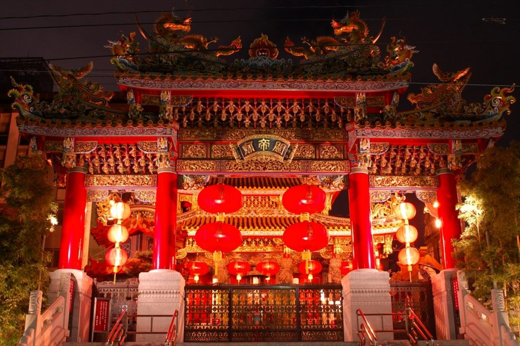 「横浜関帝廟」をはじめ、中華街には1年を通してライトアップされる夜景スポットが数多くある