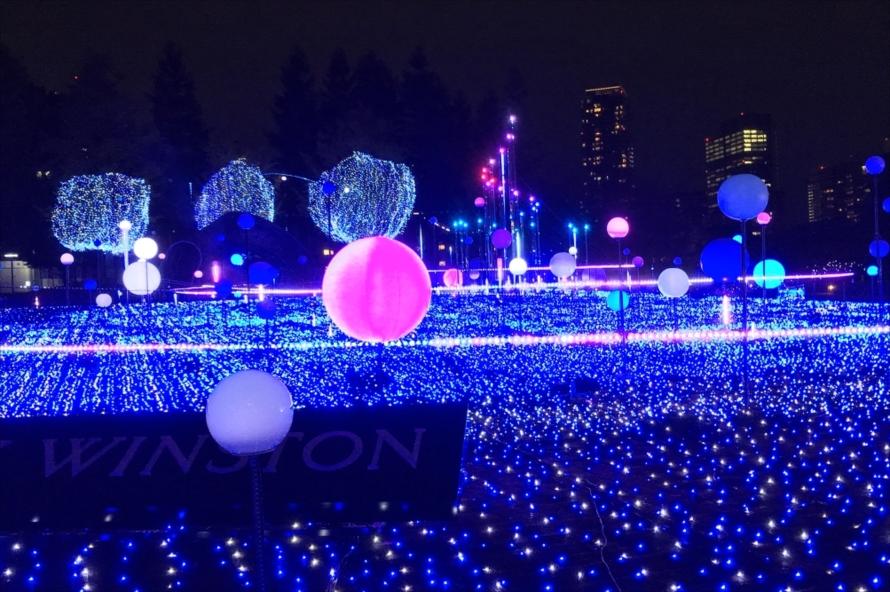 12月18日(水)までは、2種類のしゃぼん玉を使った特別演出「しゃぼん玉イルミネーション」も実施される