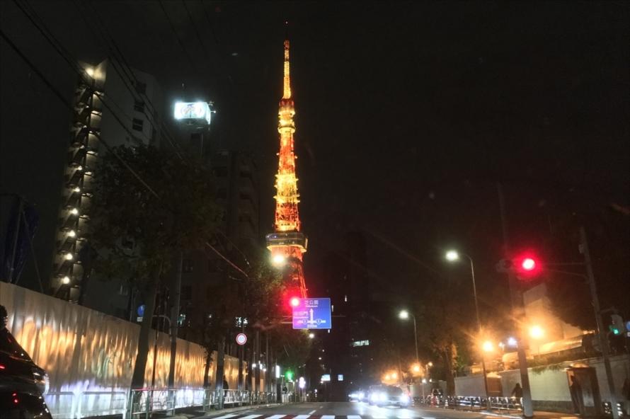 東京タワーは、次に向かうイルミネーションスポット「東京イルミリア」に行く途中にある