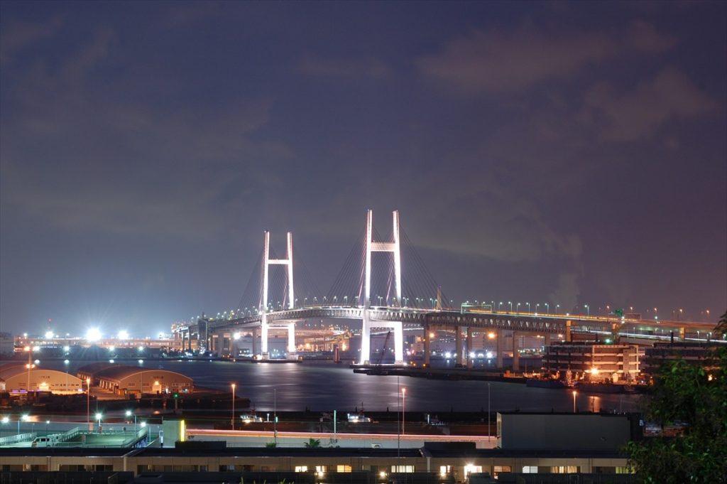 横浜ベイブリッジを望める絶好のビューポイントとして有名