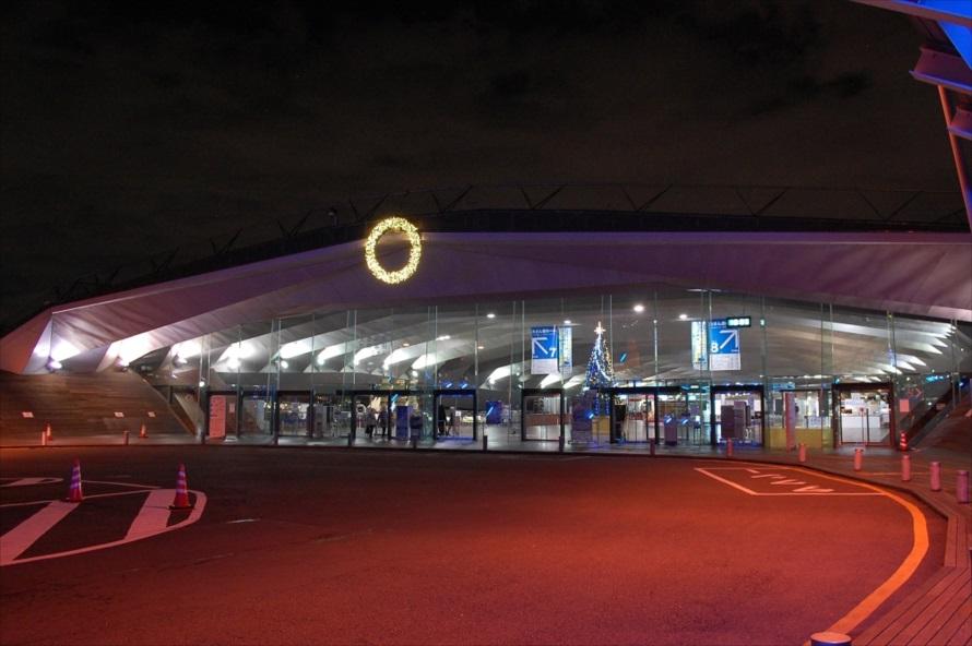 「横浜港大さん橋 国際客船ターミナル」への入場は無料