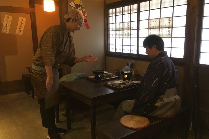 膳が運ばれた際、ひとつひとつの料理が持つ由来やこだわりを、江戸人の店員が丁寧に説明してくれる