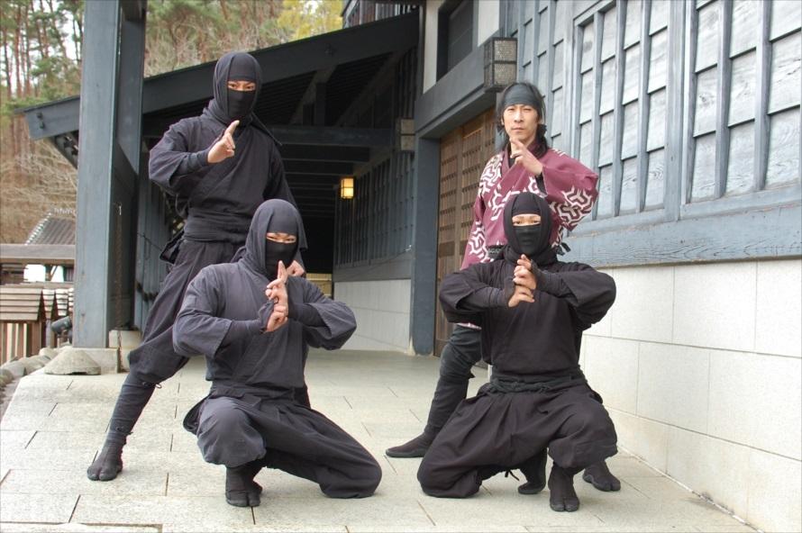 上演中の撮影は禁止。上演終了後に忍者たちとの撮影時間が取られている