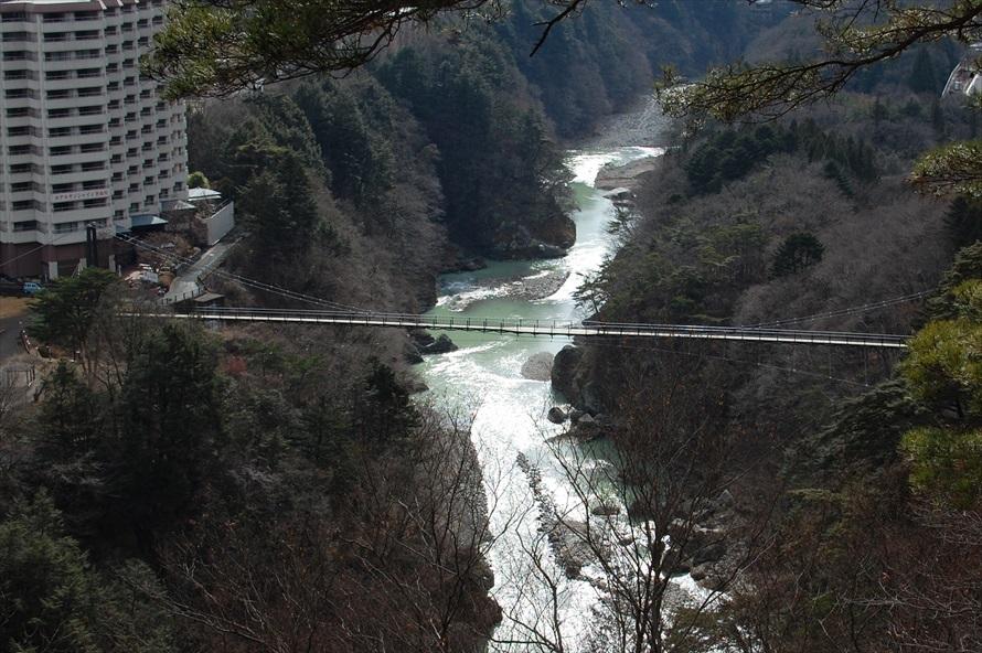 展望台からは鬼怒楯岩大吊橋を見下ろすことができる