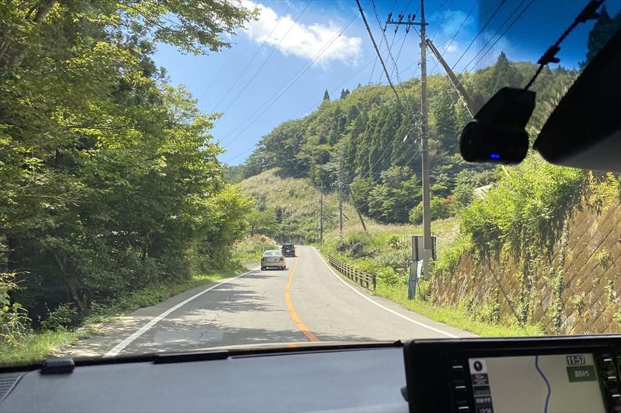 山伏峠の標高は1100メートル。山中湖の標高は980メートルあるので、神奈川県側と比べて勾配は緩やか