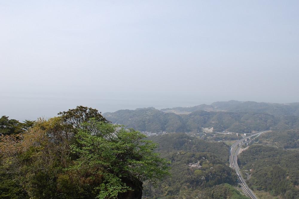 この日はもやがかかっていたが、空気が澄んでいれば富士山まで見えるそう