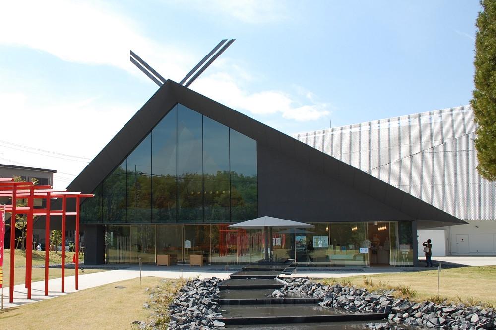 社殿はミュージアムと同じく、隈研吾氏によるデザイン監修