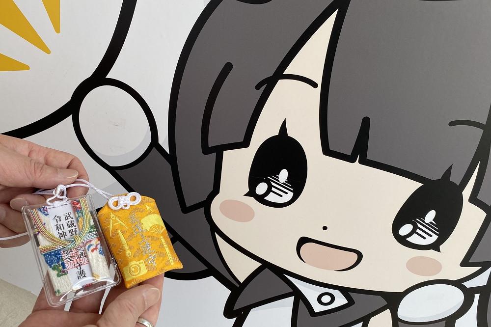 画像右の女の子は、アニメツーリズム協会の公式キャラ「じゅんれいちゃん」。「ところざわサクラタウン」は「訪れてみたい日本のアニメ聖地88」の1番札所に選ばれている