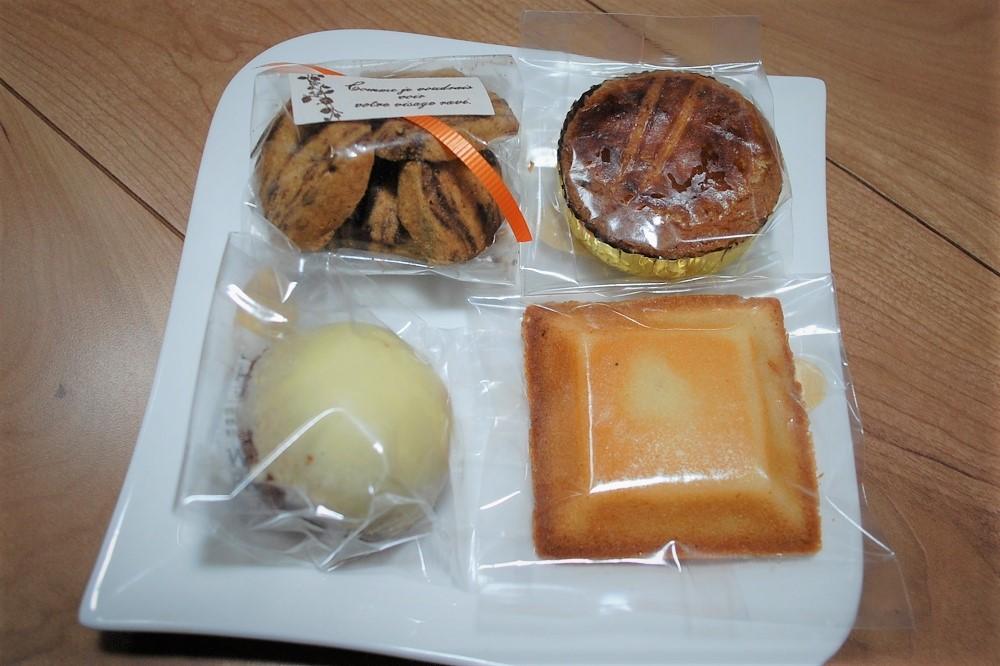 マーブルクッキー(小袋)は180円(税込み)。レモンケーキ、ガレット・ブルトンヌ、フィナンシェは、いずれも180円(税込み)