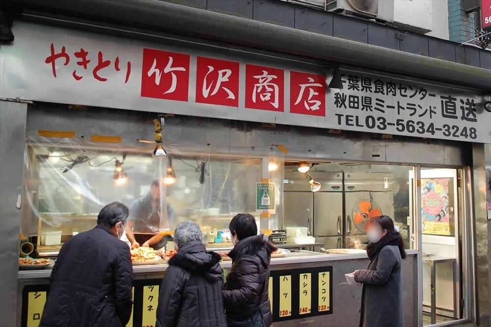 焼き鳥のほか、モツ煮も用意されている