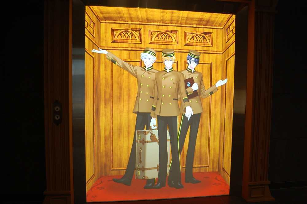 エレベーターからあらわれたのは「BROTHERS CONFLICT(ブラザーズ コンフリクト)」に登場するキャラクターたち。©2021 ウダジョ/クロスワークス/KADOKAWA