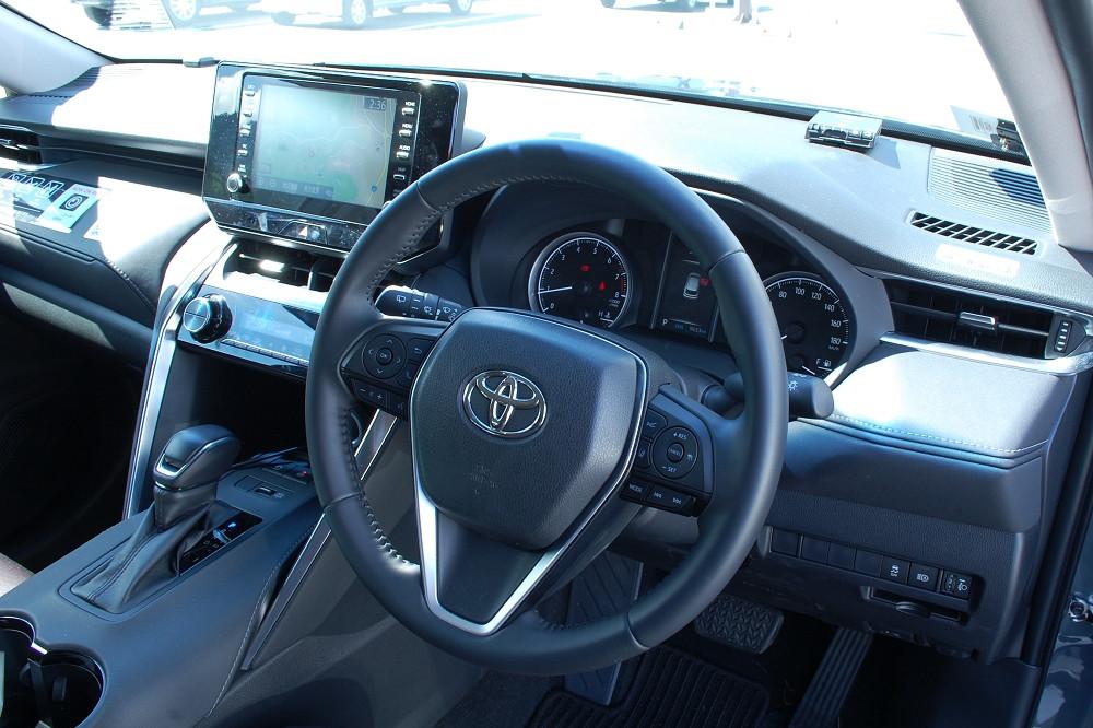 高級感のあるインテリアもドライブを快適にしてくれる要素のひとつ。長距離も疲れ知らずでドライブできる