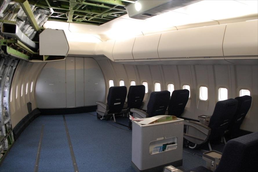 「ボーイング747-212B」のコクピットは、キャビン前面ではなく階上にある
