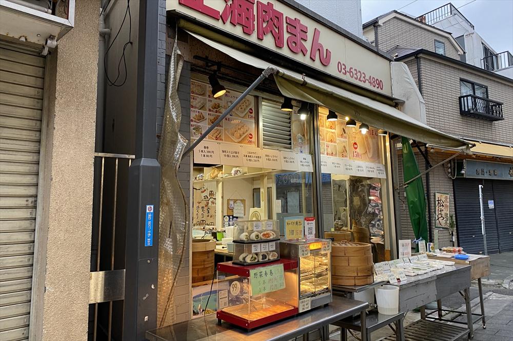 総菜は一品(ワンパック)230円(税込)。三品購入で600円(税込)とお買い得