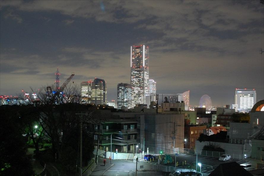 展望台から横浜ランドマークタワーが真正面にみえる