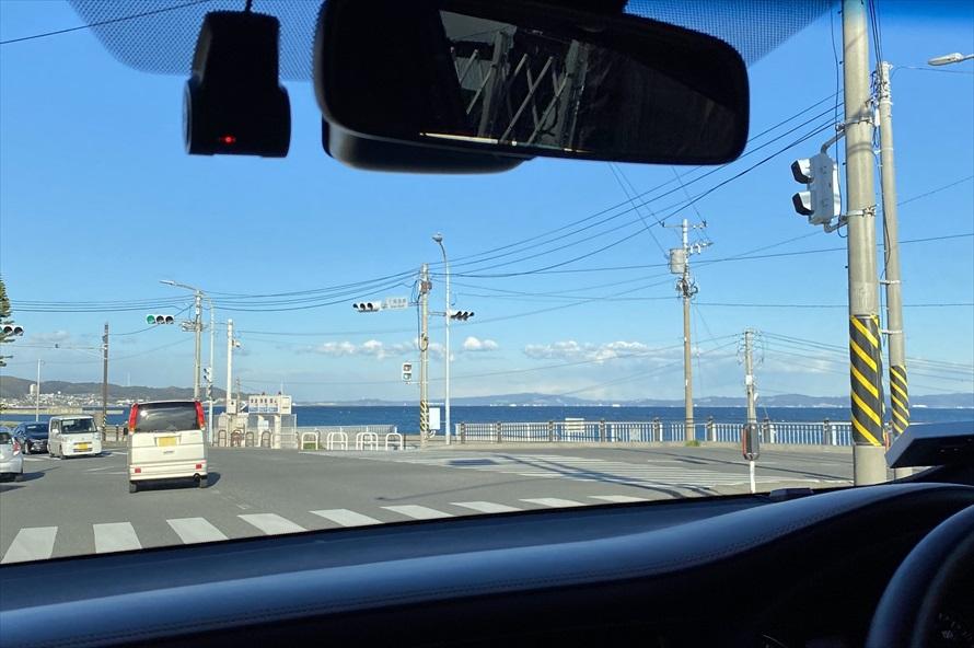 東京湾をはさみ、遠くに千葉県の内房を望みながらのドライブ