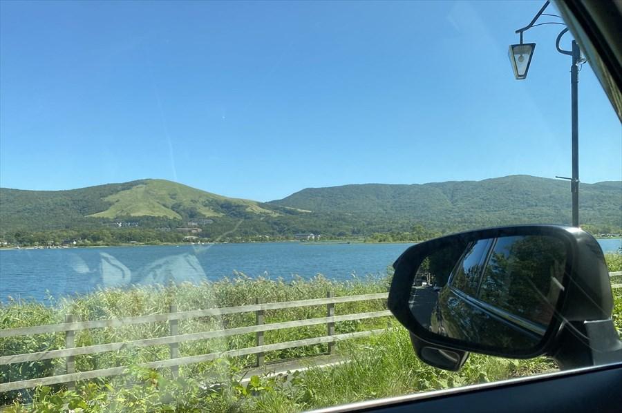 移動中の空は快晴! 山中湖も青く輝き「今度こそ美しい富士山の写真が撮れる」との期待が高まる