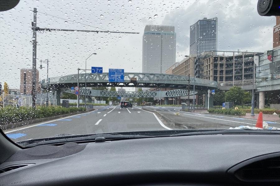 お昼頃を過ぎて、天気は雨模様に。三井アウトレットパーク横浜ベイサイドは屋内施設なので、気候を気にせず楽しめる