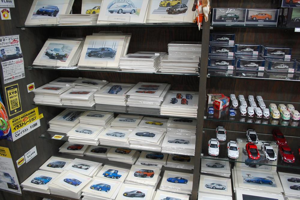 カーイラストレーター、林部研一氏のイラストグッズも多数販売されている