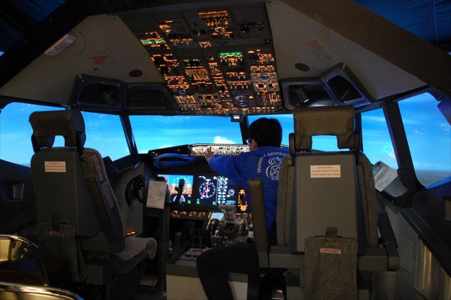 操作方法は副操縦席に座るスタッフが教えてくれる