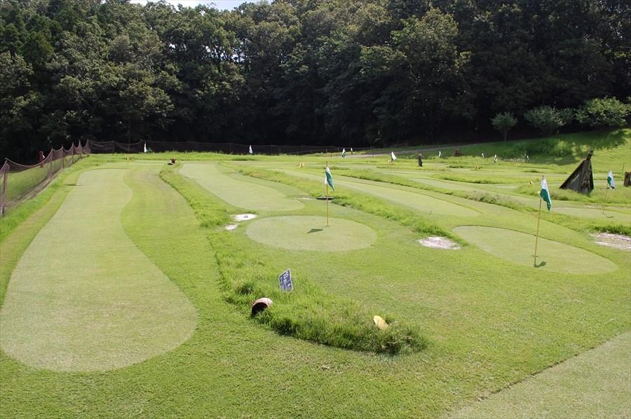 コースは全18ホール。天然芝で作られた本格仕様