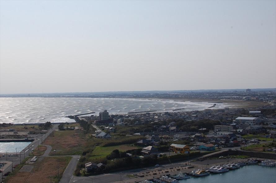 弓なりに曲線を描きながら、いすみ市の太東岬まで続く九十九里浜