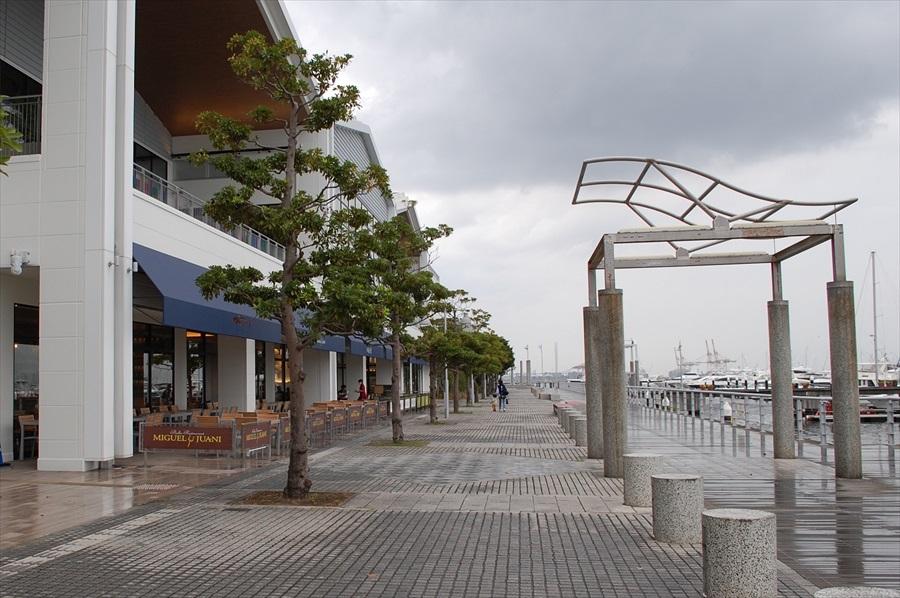 Cブロックはヨットハーバーに面しており、フードコート、フードホールのテラス席では横浜らしい景色を望みながら食事ができる
