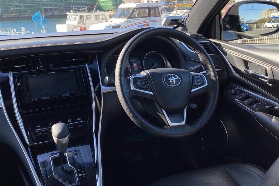 上質な内装が、運転をより楽しいものにしてくれる