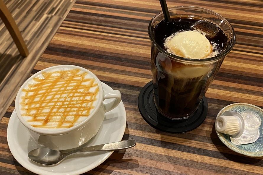 キャラメルマキアート(左)とアイスコーヒー(右)。帰り道のエネルギーと活力を補充