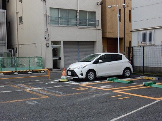 上野駅まで徒歩5分。事前に予約しておけば確実に停められます。