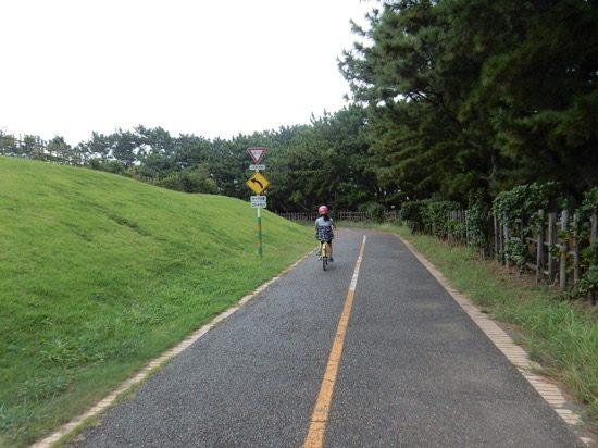 自転車専用レーンがあるので安全に遊べます