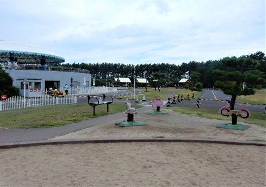 公園の定番!お砂場とスプリング遊具