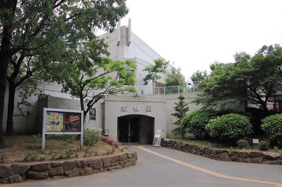 足立区生物園は、元渕江公園内にある