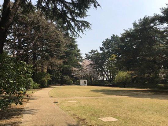 芝生が広がる西洋庭園
