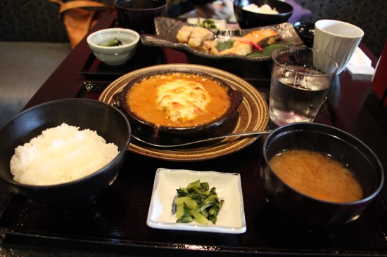 軽井沢村民食堂でランチ。食堂といってもお洒落な雰囲気で夜はお酒も飲める