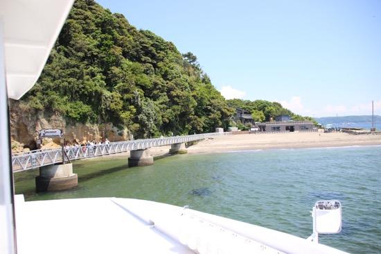 到着すると桟橋の先に砂浜が広がっていた。いざ冒険の旅へ!
