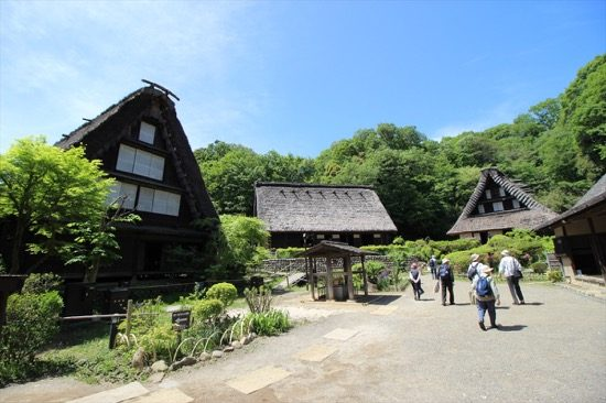 江戸時代の民家など、移築された25の文化財建造物を見ることができる「日本民家園」