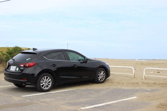 駐車場もたくさんあるので、歩いて海を眺めるのもいい