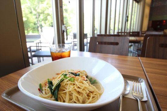 「かわさき宙(そら)と緑の科学館」には「Café 星めぐり」を併設。この日は季節限定、川崎産の「のらぼう菜」を使ったパスタをいただいた